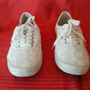 American Eagle white eyelet cotton  sneakers sz 7